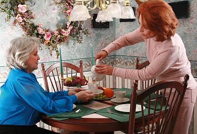 茶话会,美,水平画幅,美人,家庭生活,饮料,白人,咖啡,玻璃水瓶,仅成年人