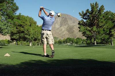高尔夫球运动,开球,球,天空,草原,水平画幅,户外,草,男性,运动
