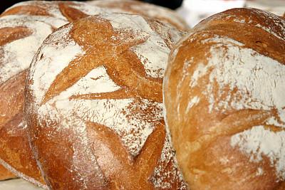 面包,法式长棍面包,饮食,水平画幅,无人,法式食品,特写,少量物体,前景聚焦,白色