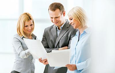 看,三个人,报告,商务人士,领导能力,忙碌,套装,男商人,文档,经理