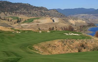 高尔夫球运动,沙土障碍,高尔夫旗,沟壑,休闲活动,水平画幅,无人,湖,草,想法