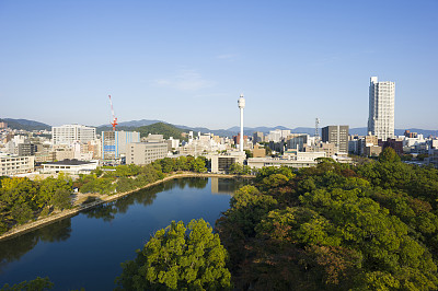 广岛县,城市天际线,护城河,水,天空,公园,水平画幅,无人,日本,建筑外部