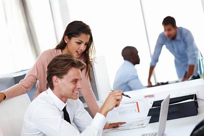 看,表现积极,留白,电子邮件,非裔美国人,男商人,男性,仅成年人,衬衫领带,青年人
