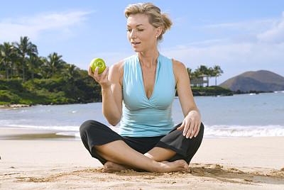 苹果,绿色,青苹果,毛伊岛,留白,沙子,健康,30岁到34岁,棕榈树,仅成年人