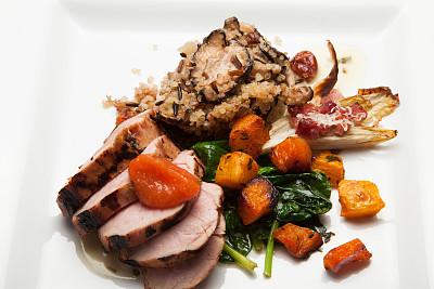 猪肉,嫩里脊排,野稻米,笋瓜,美洲山核桃,水平画幅,无人,食物的样式,洋葱,食用菌