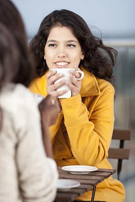 咖啡,友谊,垂直画幅,咖啡店,休闲活动,健康,饮料,不看镜头,仅成年人,青年人