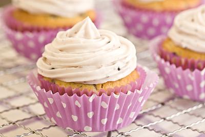 纸杯蛋糕,蓝莓松饼,奶油淇淋,留白,水平画幅,无人,蛋糕,面包店,松饼,特写