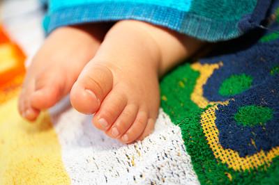 足,婴儿,美,四肢,水平画幅,人类脚趾,美人,腿,户外,白人