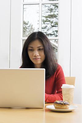 网吧,法式门,垂直画幅,留白,黑发,早晨,一次性杯子,仅成年人,知识,青年人