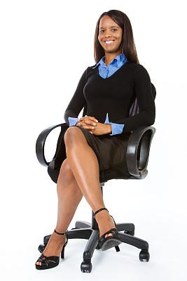 女商人,垂直画幅,办公室,注视镜头,椅子,黑发,办公椅,非裔美国人,仅成年人,白领