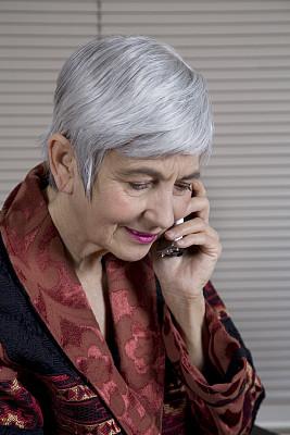老年人,无绳电话,美,直发,电话机,衰老过程,美人,65到69岁,白人,仅成年人