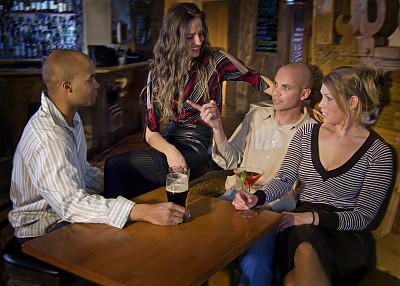 都市风光,水平画幅,夜晚,会议,含酒精饮料,饮料,娱乐俱乐部,夜总会,啤酒