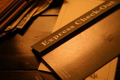 入学注册,酒店,酒店钥匙,酒店服务台,概念和主题,水平画幅,橙色,无人,钱包,正上方视角