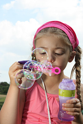 女孩,泡泡,吹泡泡,垂直画幅,天空,进行中,嬉戏的,英格兰,夏天,瓶子