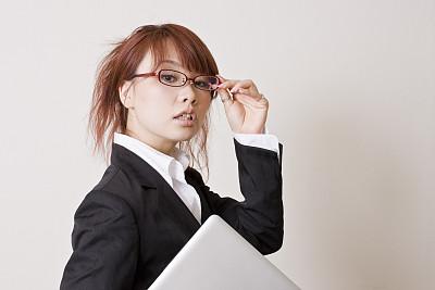 日本人,女商人,20到24岁,女人,水平画幅,智慧,仅日本人,日本,青年女人,眼镜