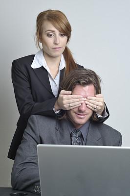 捕获的,手蒙眼,沟通障碍,垂直画幅,办公室,美,笔记本电脑,会议,美人,禁止的