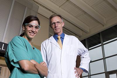健康保健,团队,医科学生,30到39岁,水平画幅,注视镜头,诊疗室,制服,白人,男性
