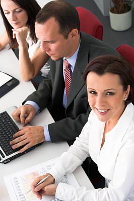 办公室,团队,垂直画幅,忙碌,套装,男商人,男性,现代,青年人,技术