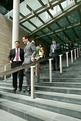 商务人士,西雅图,垂直画幅,人群,户外,男商人,男性,楼梯,公司企业,成年的