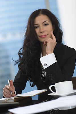 女人,垂直画幅,仅成年人,青年人,专业人员,技术,计算机,书桌,商务,前台