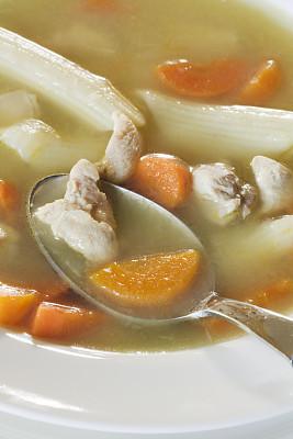 鸡肉面条汤,鸡汤,垂直画幅,美,饮食,胡萝卜,无人,健康保健,药,汤
