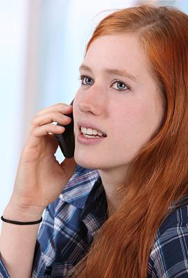 学生,女性,手机,垂直画幅,美,留白,白人,仅成年人,18岁到19岁,青年人