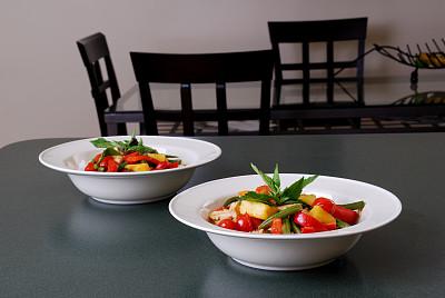 红色,咖喱,泰式红咖喱,饮食,桌子,水平画幅,无人,椅子,西红柿,餐桌