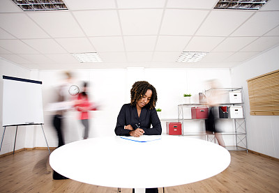 专心,办公室,水平画幅,人群,商务会议,中等数量人群,仅成年人,青年人,白色,公司企业