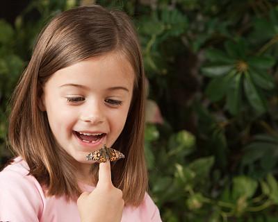 蝴蝶,手指,苎胥蝶,留白,水平画幅,动物身体部位,看,6岁到7岁,昆虫,儿童