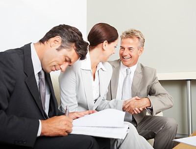 男商人,文档,背景聚焦,忙碌,套装,商务关系,男性,仅成年人,青年人,专业人员