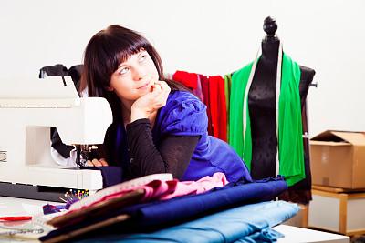 时尚设计师,工作室,缝纫机,艺术家,业主,水平画幅,纺织品,制造机器,白人,仅成年人