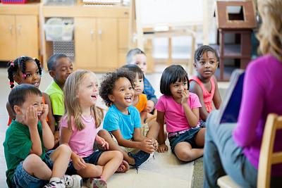 未成年学生,学龄前,幼儿园,教师,教室,水平画幅,人群,白人,非裔美国人,知识
