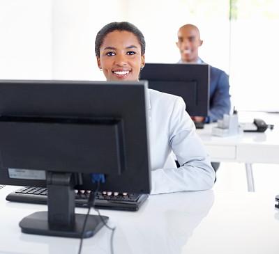 办公室,表现积极,笔记本电脑,水平画幅,注视镜头,工作场所,套装,男商人,男性,仅成年人