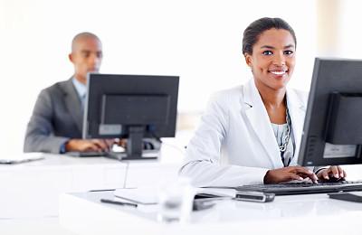 办公室,电子邮件,笔记本电脑,水平画幅,注视镜头,男商人,经理,男性,仅成年人,白领