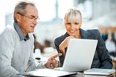 两个人,笔记本电脑,商务人士,套装,男商人,男性,仅成年人,现代,专业人员,技术