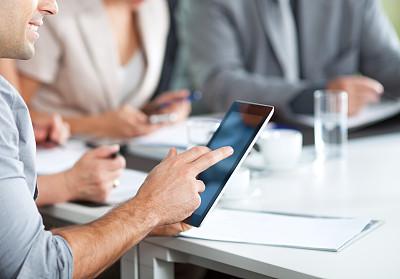 使用平板电脑,领导能力,电子邮件,商务关系,男商人,经理,男性,仅成年人,现代,青年人