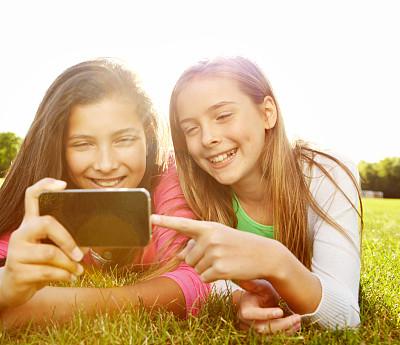 电话机,新的,天空,青少年,公园,休闲活动,水平画幅,夏天,户外,白人