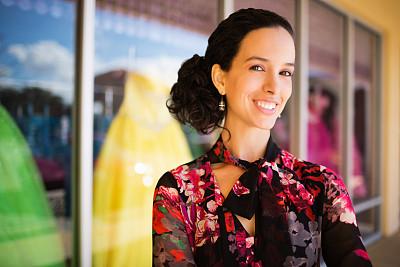 服装店,拉美人和西班牙裔人,业主,女性,正面视角,美,水平画幅,注视镜头,美人,销售职位