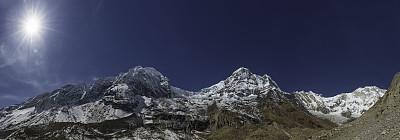 安纳普纳生态保护区,雪山,喜马拉雅山脉,全景,山顶,戏剧性的天空,太阳,南安娜普纳峰群,锯齿状冰川,安娜普娜环线