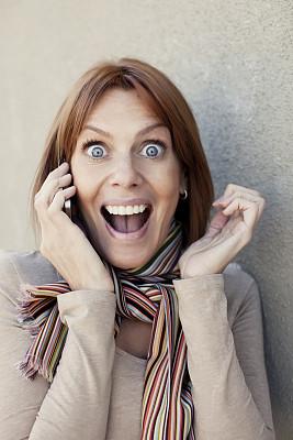 女人,幸福,垂直画幅,人的嘴,仅成年人,现代,青年人,彩色图片,红发人,35岁到39岁