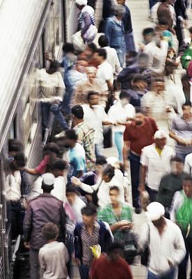 火车,遮住脸,警卫人员,垂直画幅,高视角,忙碌,陆用车,户外,交通方式,长焦镜头