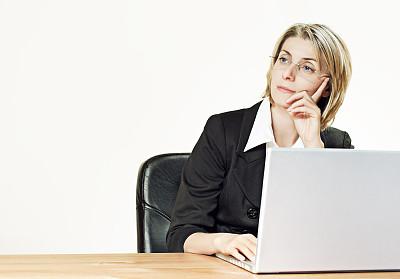 女商人,留白,套装,不看镜头,仅成年人,青年人,专业人员,人的脸部,技术,计算机