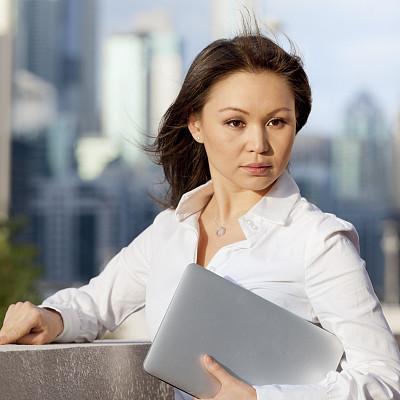 笔记本电脑,女商人,拿着,市区,半身像,美人,户外,图像,经理,不看镜头