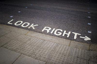 看,沥青,水平画幅,无人,小路,城市,箭头符号,步行道路,摄影
