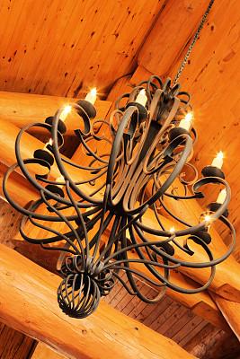 灯具,装饰物,小木屋,水晶吊灯,家具店,灯罩,风水,屋顶横梁,垂直画幅,状态良好