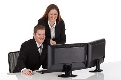 办公室,商务人士,使用电脑,正面视角,套装,男商人,男性,不看镜头,仅成年人,青年人