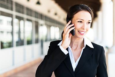 女商人,女人,手机,水平画幅,电话机,套装,户外,仅成年人,彩色图片,公司企业