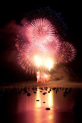 放焰火,垂直画幅,海港,户外,船,音乐节,海洋,火,海湾,庆祝