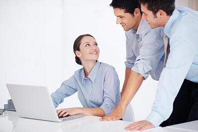 女人,笔记本电脑,水平画幅,快乐,白人,男商人,使用手提电脑,商务人士,彩色图片,技术