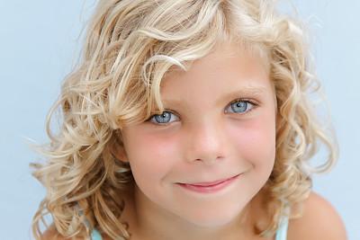 蓝色眼睛,金色头发,美,幸福,水平画幅,注视镜头,快乐,美人,夏天